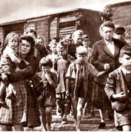 Train refugess 1945