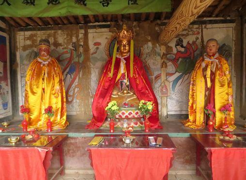 Dizang statues