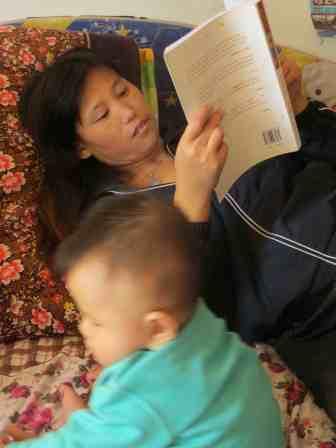 Li Min reading