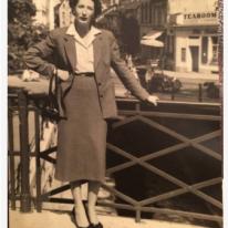 Les Parisiennes https://stephenjones.blog/2018/07/18/parisiennes/
