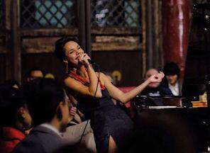 Miranda sings 2
